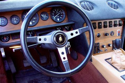 Lamborghini Jarama technical specifications and fuel economy