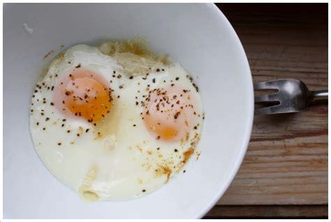 cuisiner blanc d oeuf oeufs cocotte au micro onde gourmandiseries de recettes de cuisine simples et gourmandes