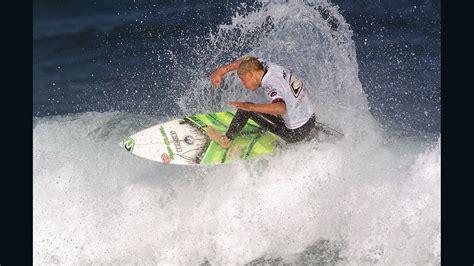 mick fanning foam board surfer mick fanning changes board from 39 yum yum yellow 39 cnn