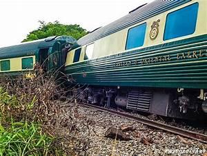 Orient Express Preise : eastern oriental express train derails in thailand richard barrow in thailand ~ Frokenaadalensverden.com Haus und Dekorationen
