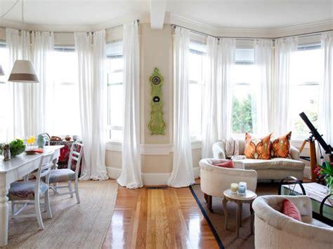 Moderne Häuser Vorhänge by Coastal Inspired Apartment Makeover Hgtv