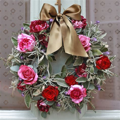 beautiful christmas door wreaths  adorn  home