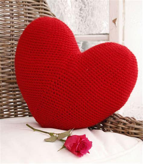 come fare un cuscino tutorial cuscino a forma di cuore a uncinetto