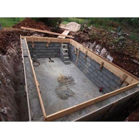 Construire Sa Piscine A Debordement 2123 by Les Travaux De Construction D Une Piscine Un Grand
