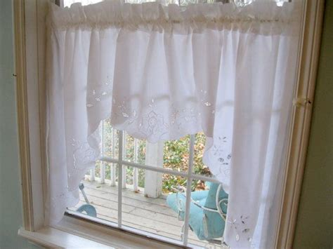 Battenburg Lace Cafe Curtains by 1000 Ideas About Vintage Curtains On