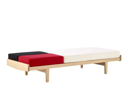 canapes roset canapé lit en chêne daybed by roset italia design