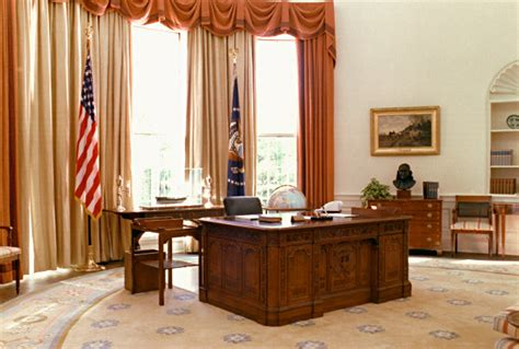 oval office desk resolute desk white house museum