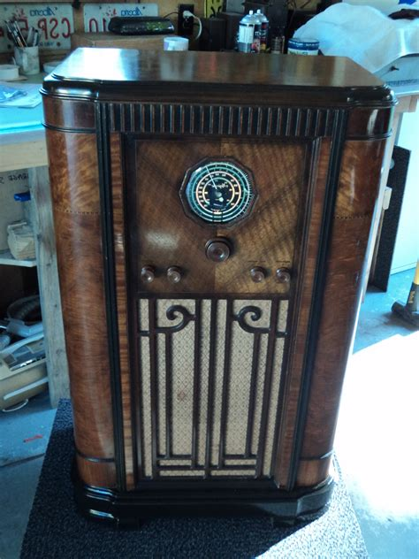 Rogers Majestic console radio | Collectors Weekly