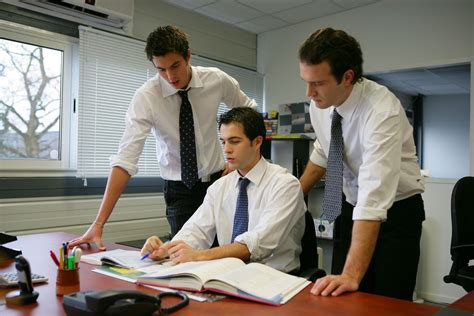 travail dans un bureau création d 39 une sarl société à responsabilité limitée