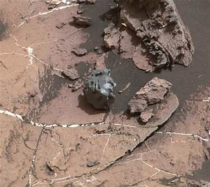 NASA Curiosity Mars Rover Checks Odd-looking Iron ...