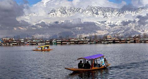 astonishing beauty  indian lakes lies   palaces