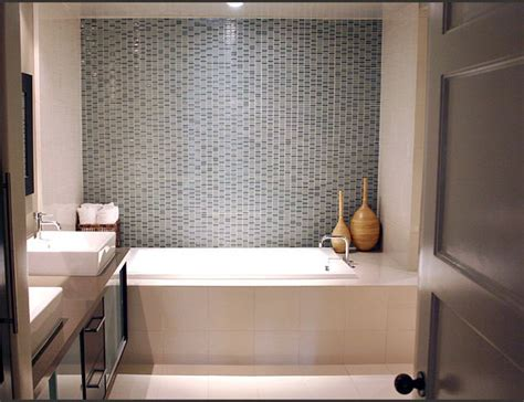 Pretty Mosaic Tiles Wall Design For Small Bathroom Over