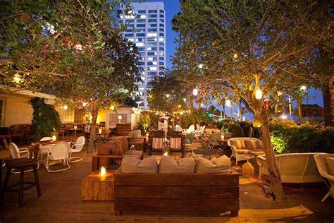 A Los Angeles, Ca Bar