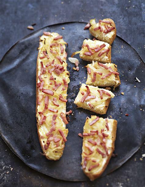 2 recette de cuisine baguettes flambées pour 2 personnes recettes à table