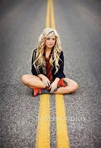 unique Senior Pictures Ideas For Girls | Senior pictures ...