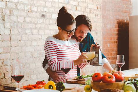 couples amour cuisine couples who cook together stay together says science brides