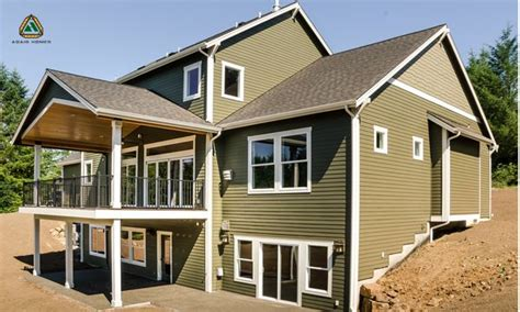 home  completely modern   upgraded large deck   main living area
