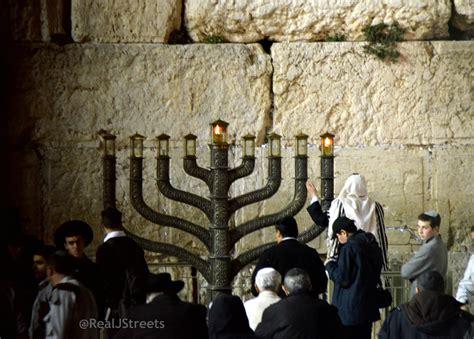 candle lighting jerusalem 14 favorite hanukkah lights the real jerusalem streets