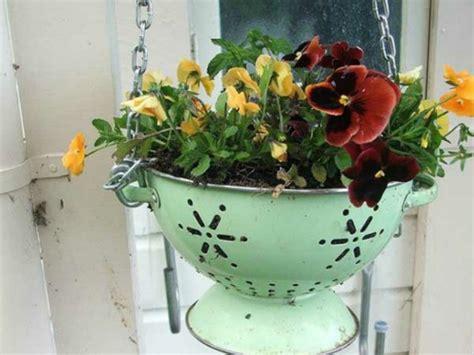 balkon blumen hängend balkon pflanzen coole platzsparende ideen