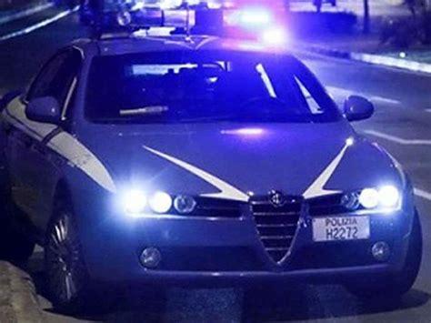 volante polizia perugia trova i ladri in casa e viene minacciato col