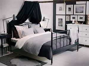 Schlafzimmer Set Ikea : ein schlafzimmer mit svelvik bettgestell in schwarz nyponros bettw sche sets in wei blau ~ Orissabook.com Haus und Dekorationen