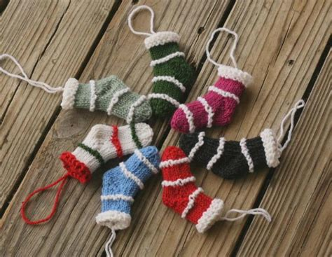 mini knit christmas stockings allfreeknittingcom