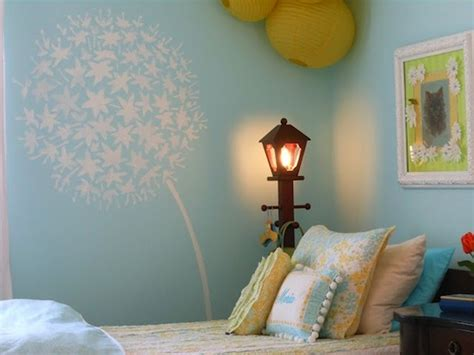 Artistically Stenciled Kids' Room Walls
