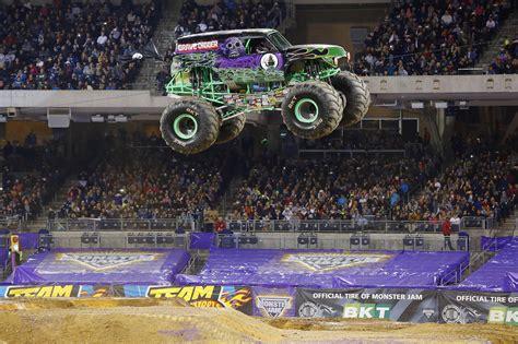 monster trucks show 2015 monster jam 174 2016 sydney
