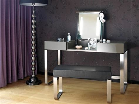 Hesperide's Make up Table: A mobile dressing table design
