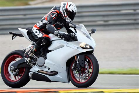 2016 Ducati 959 Panigale First Ride Review + Video