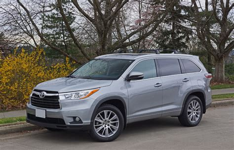 2016 Toyota Highlander XLE AWD Road Test Review | The Car ...