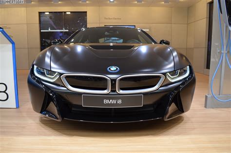 bmw  protonic frozen black   debut  geneva
