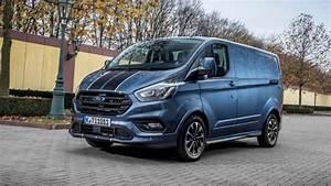 Nouveau Ford Custom : le nouveau ford transit custom lu v hicule utilitaire de l 39 ann e 2018 par le magazine l ~ Medecine-chirurgie-esthetiques.com Avis de Voitures