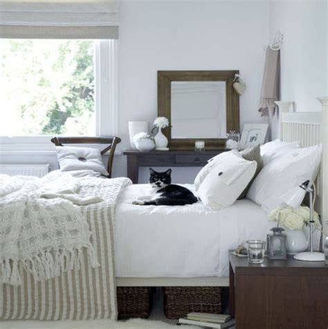 Design Tips For Your Spare Bedroom  Interiorzine