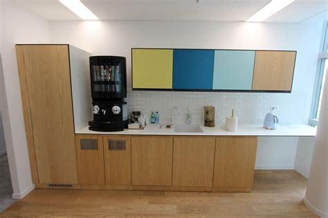 meuble cuisine melamine blanc cuisine amenagee comprenant 1 plan de travail mesurant 380 x 65 cm en melamine blanc 4 meubles bas