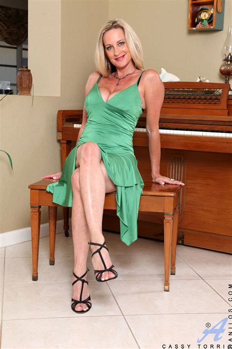 Charming Milf Shows Her Mouth Watering Cleavage In A Tight