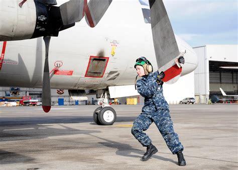 Us Navy 111228-n-pp197-042 Aviation Machinist's Mate