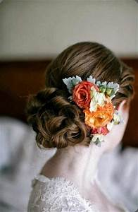 Dress Up Your Wedding Hairstyle With Fresh Flowers