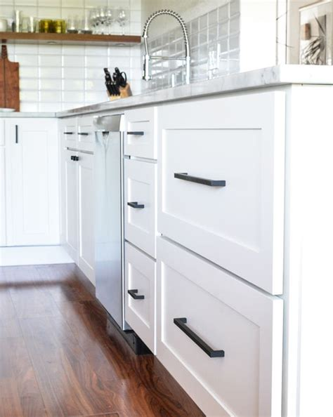 21 posts related to white shaker cabinets hardware. Dino & Heidi's Kitchen Remodel | Kitchen cupboard handles ...