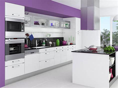 cuisine blanc et violet mettez de la couleur en cuisine décoration