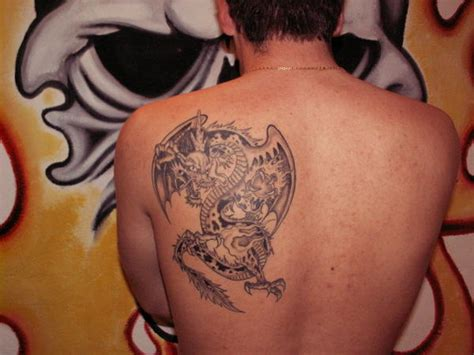 tatouage dragon epaule tatouage dragon sur