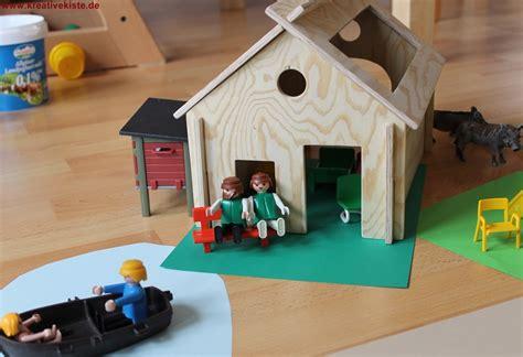 haus aus holz bauen schleich und playmobil holz pferdestall
