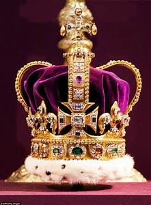 The Queen Is Reunited With St Edward U0026 39 S Crown
