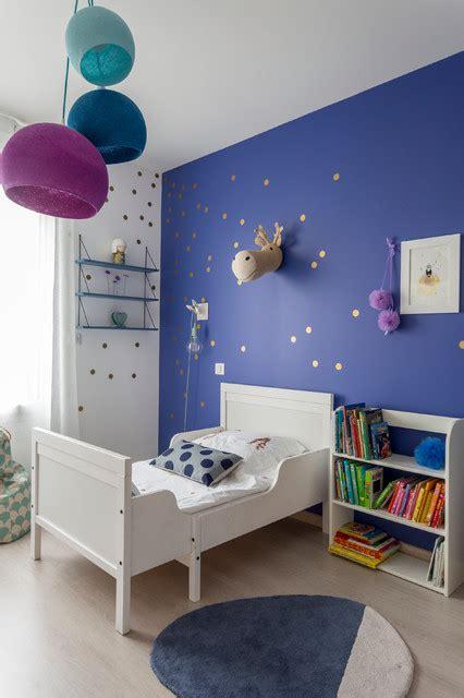 moquette pour chambre bébé chambre fille bleu indigo contemporain