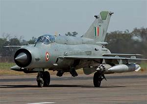 Indian MiG-21 Fighter Jet Crashes in Rajasthan - Bharat ...