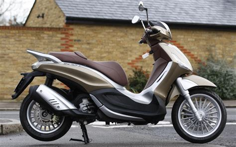 Review Piaggio Beverly by Piaggio Beverly 300 2011 On Review Mcn