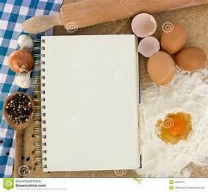 La Cucina Leer : libro di cucina con gli ingredienti per cuocere fotografia stock immagine di aglio mangi ~ Watch28wear.com Haus und Dekorationen