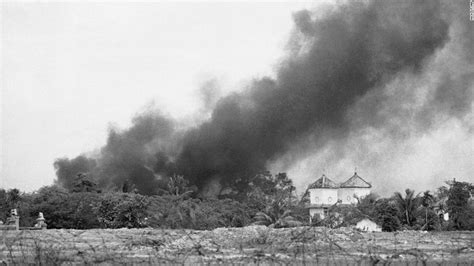 vietnam napalm attack