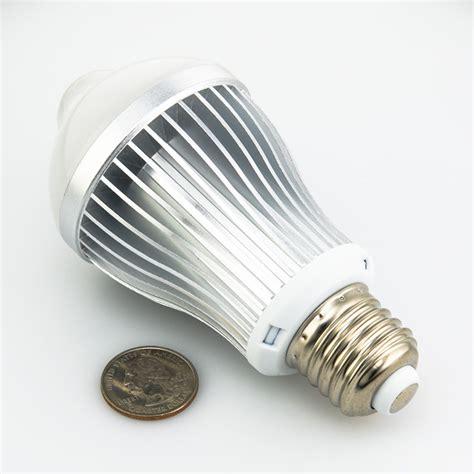 6 watt led a19 globe bulb with motion sensor motion