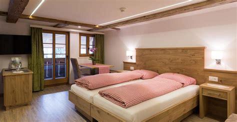 Hotelzimmereinrichtungen mit allen Annehmlichkeiten direkt